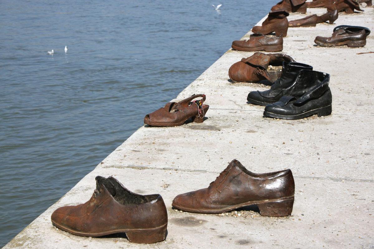 Die Schuhe am Donauufer