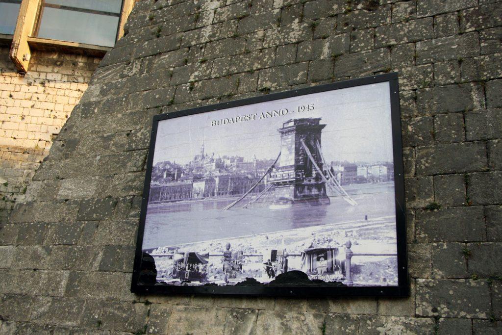 Historisches Foto von Budapest aus dem Jahr 1945.